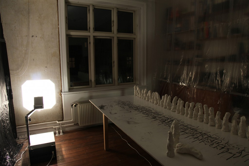 Uordnede forhold: 1-2-3, 2015, room ll